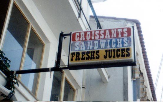 Ποιος θέλει Sandwichs ή Freshs juices; Έχει και coffeeshs και teashs για όποιον θέλει.