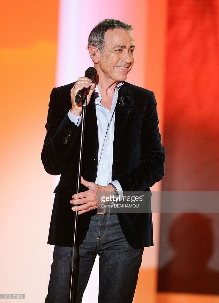 alain-chamfort-attends-vivement-dimanche-tv-show-on-april-25-2012-in-picture-id143471519 (738×1024)