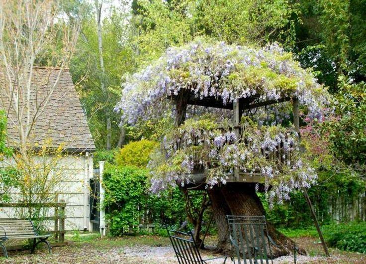 cabane de jardin pour enfant avec déco florale
