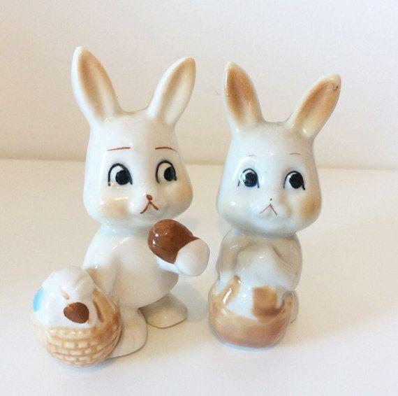 Concerned Easter Bunny Rabbit Figurines por FiveLittleDiamonds