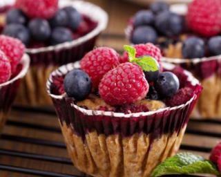 Muffins aux fruits rouges minceur : http://www.fourchette-et-bikini.fr/recettes/recettes-minceur/muffins-aux-fruits-rouges-minceur.html