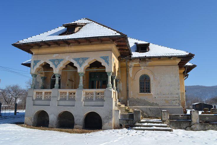 Clădire neoromânească în Schitu Goleşti
