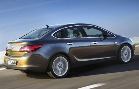 2013 Opel Astra Sedan Price & Review