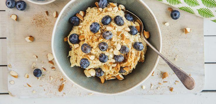 Mandelgrøt er enkelt å lage, og smaker deilig med blåbær og kanel.Denne oppskriften er uten melk og gluten og passer derfor fint for deg som har allergier.