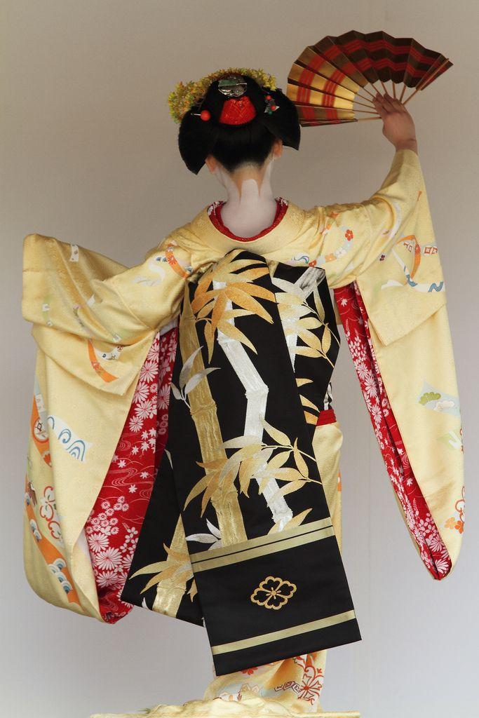 Kamishichiken-Maiko Lady : Ichimari-san 2011 Nishijin Kimono and Obi Festival Located : Kamigamo Shrine, Rakuhoku area in Kyoto. Nov 3, 2011.