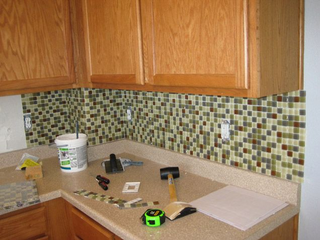 5 easy and inexpensive ways to upgrade your kitchen hang for Cheap and easy kitchen backsplash ideas