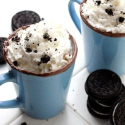 Oreo ice cream cocoa—a splendidly warm drink that invites autumn right into your heart