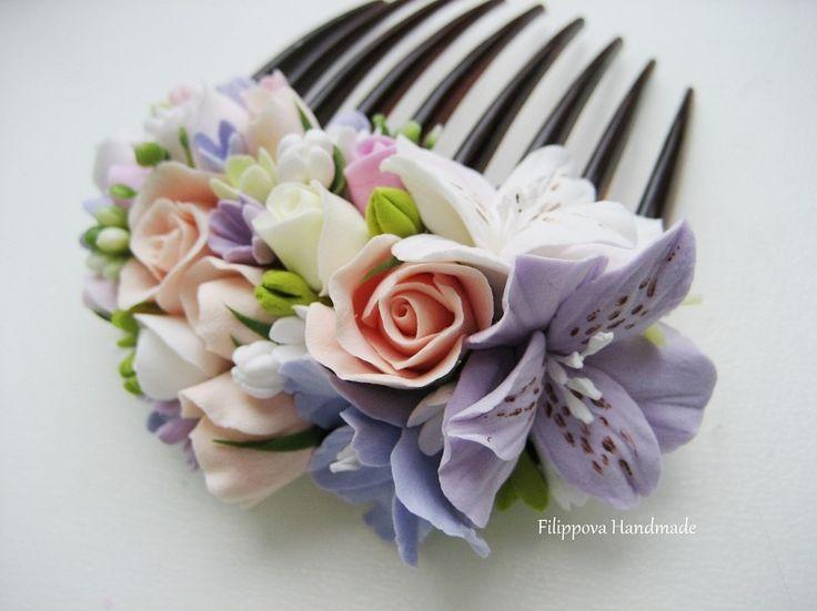 Peineta con flores de porcelana