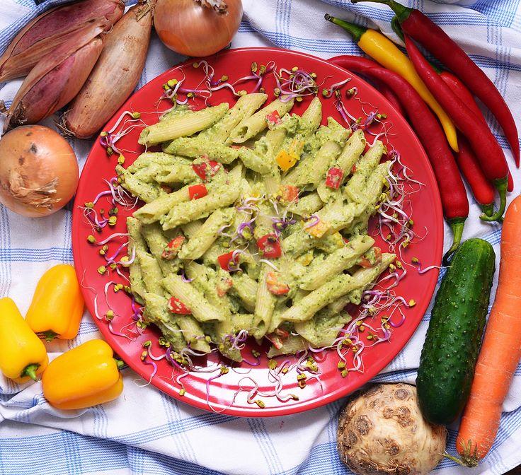 Vegetanie - wegetariańskie przepisy, tanie i szybkie dania domowe, warzywa w kuchni: Penne z brokułowym pesto :)