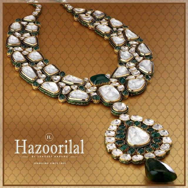 Uncut polkis studded in gold with #emeralds traditional jadau #kundan style . A perfect addition to any outfit , experience the magic of traditional kundan jewellery at #hazoorilaljewellersGK
