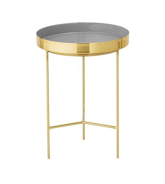 Très jolie petite table d'appoint en laiton de couleur gris. En plus d'être très esthétique, elle est aussi très pratique avec son plateau à rebords parfait pour y déposer des petits objets. #design #bloomingville #inspiration #laiton #brass #interiordesign #interiordesignideas #table #sidetable