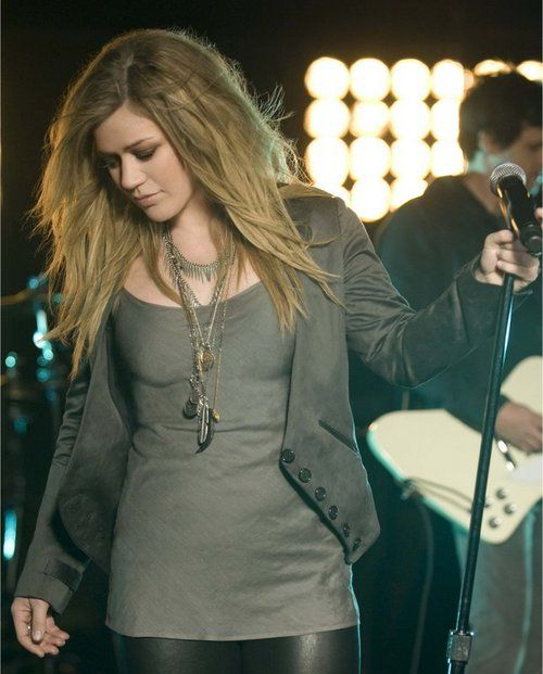 Kelly Clarkson live and meet her too! <3 :)