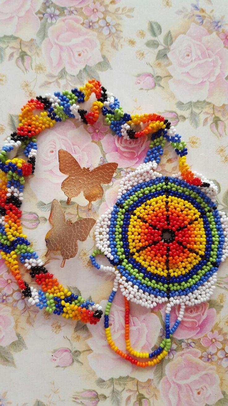 Gargantilla en chaquira ensamblada por artesanas indigenas diseños GM