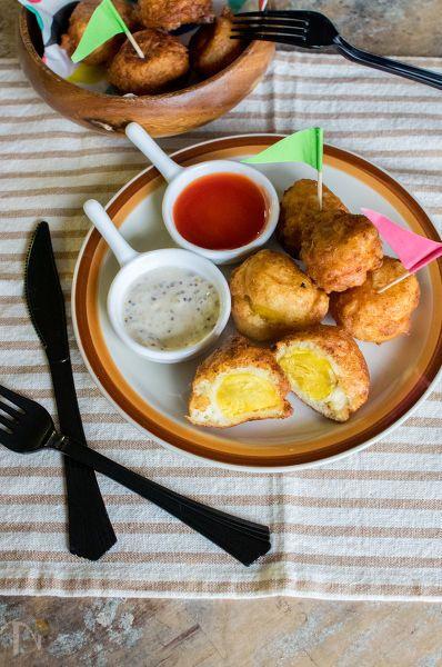 上士幌町ふるさと納税【インカのめざめ】を使用したレシピです。  北海道名物あげいものミニバージョン。  ホットケーキミックスとお豆腐のふわふわ生地で1口大に切ったジャガイモを包んであげ焼きにします。  赤と白の2種類のソースで飽き知らずです。
