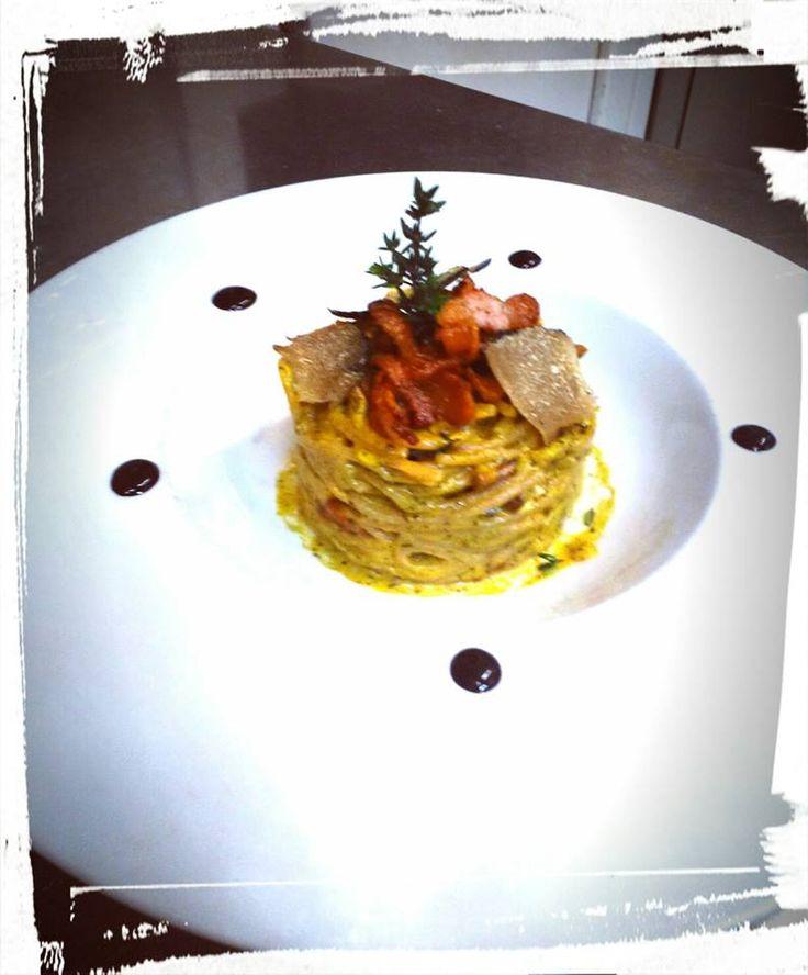 Carbonara con spaghetti integrali e tartufo nero. Carbonara with wholemeal spaghetti and black truffle. #food