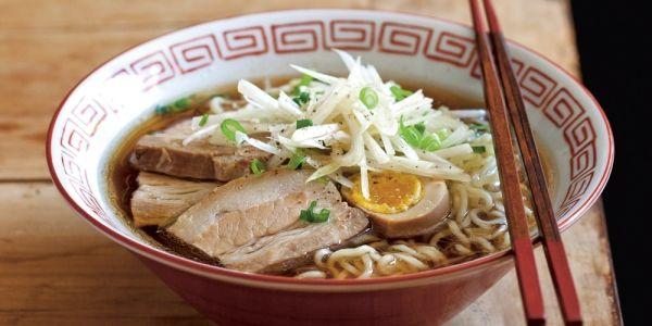 Recept voor Japanse ramen noodles uit het kookboek Recepten uit Tokyo.