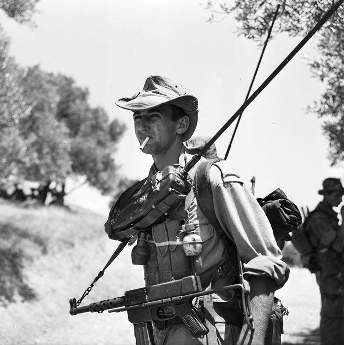ECPAD | L'opération Jumelles, en Kabylie, sous le commandement du général Challe. Algerian war, pin by Paolo Marzioli