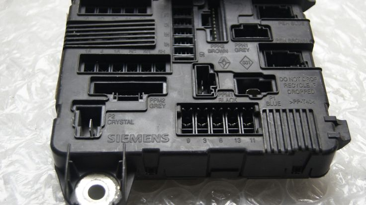 Renault Megane  Scenic Under Bonnet Fuse Box 8200306032a