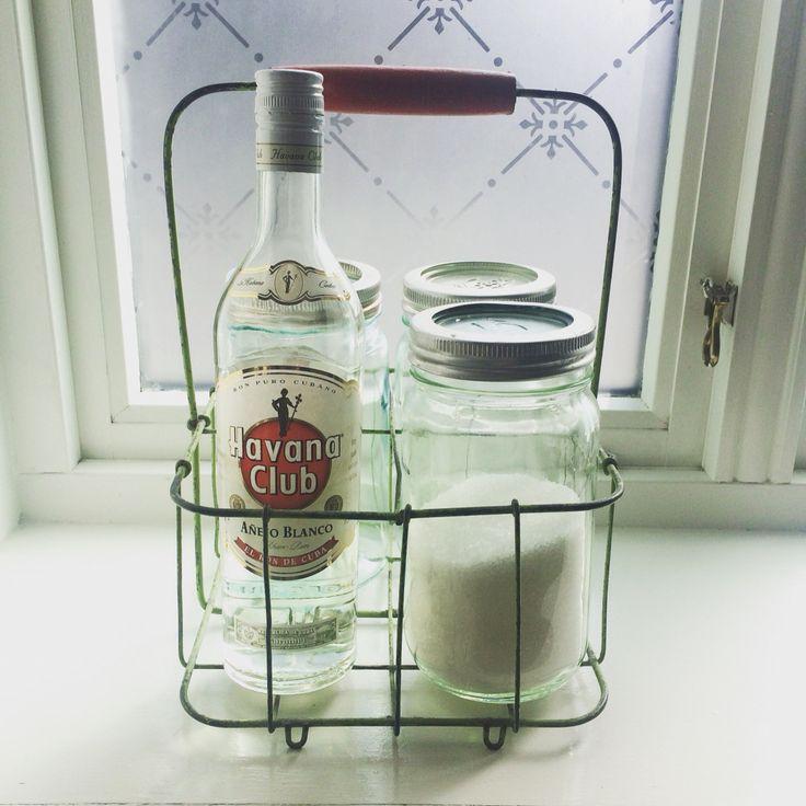 Flaskeholder med norgesglass gjør seg i vinduskarmen min!