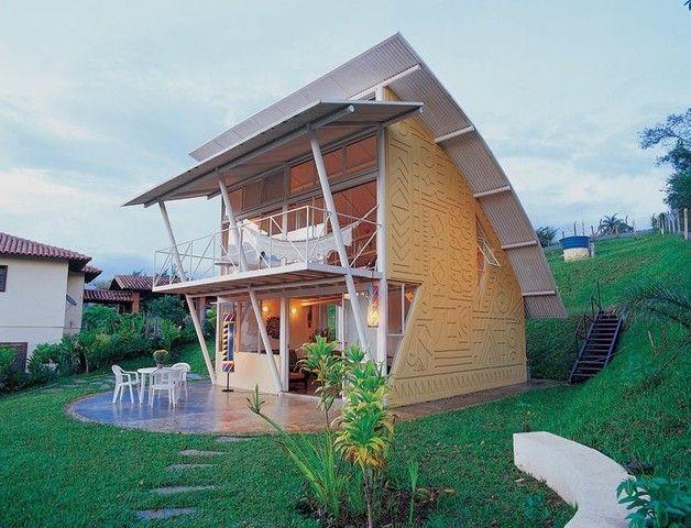 Casa de 86 m em Minas Gerais planejada com inspiração nas cabanas primitivas. -- Curtiu? Me siga também no perfil @eduardomikail.