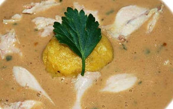 Pindasoep is een van de echt autentieke surinaamse gerechten. Het is een krachtige bouillon van pindakaas. Waarbij wel gelet moet worden op de soort pindakaas die men voor dit gerecht gebruikt. De pindakaas is namelijk bepalend voor de smaak....
