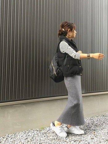 リブ素材のロングスカートはほどよく大人らしさを演出で切るのでとっても便利。体のラインも綺麗に見せてくれますよ。