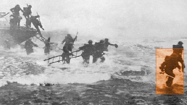 Dnes bychom Šíleného Jacka označili za krvežíznivého blázna – v době války jsou však důležité jiné hodnoty. A tak se kapitán Jack Malcolm Thorpe Fleming Churchill stal válečným hrdinou.