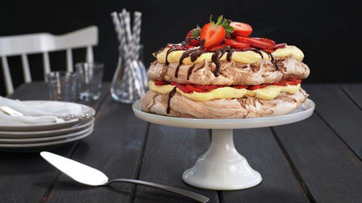 Morsdagskake, pavlova, sjokoladepavlova med bær, kake til morsdagen
