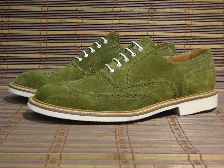 SAINT TROPEZ  #scarpe  caratterizzate da uno stile sportivo e giovanile  Questo modello si distingue per gomma flessibile: Gomma Gumlite Vibram