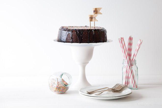 http://www.yuppiechef.co.za/spatula/mums-recipe-for-chocolate-cake/    #chocolatecake #mothersday #amazingcake #foodstyling