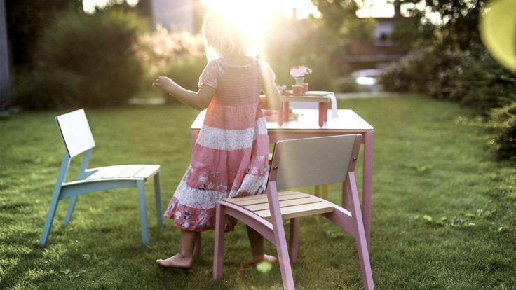 egoé outdoor furniture | MINI VERA bench. Call her Veruška for instance. Invincible, playful and adoring colors – like your children, for whom it is designed. Design: Radek Hegmon, David Karásek