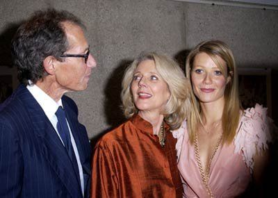 Gwyneth Paltrow, Blythe Danner and Bruce Paltrow at event of The Royal Tenenbaums (2001)