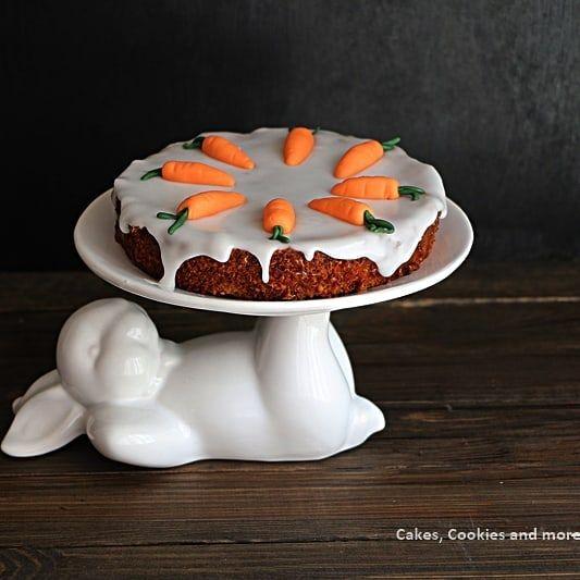 Bis Ostern geht es zwar noch ein Weilchen aber Rüeblitorte ist ja Gott sei Dank nicht an einen Feiertag oder eine Saison gebunden... #rüeblitorte #kartonenkuchen #kuchen #torte #rüebli #backen #cakescookiesandmore #schweizerfoodblog #swissfoodblogger