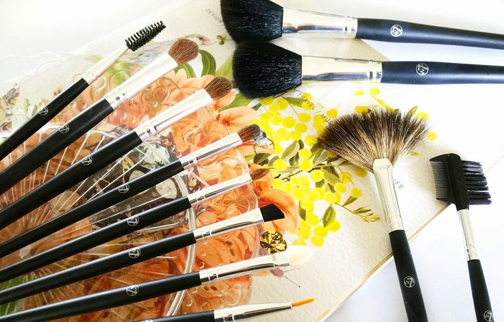 The super affordable makeup brush set you NEED to add to your collection: W7's 12 Piece Professional Brush Set