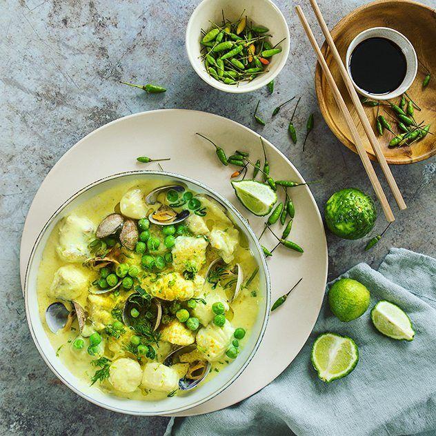 Ce soir on mange Thai ! Au menu blanquette de poisson révisitée et mango sticky Rice pour le dessert. La recette de la blanquette est à découvrir sur le blog de @yapasquelesfritesdanslavie.  #foodstyling #foodphotography #thaifood #spicy