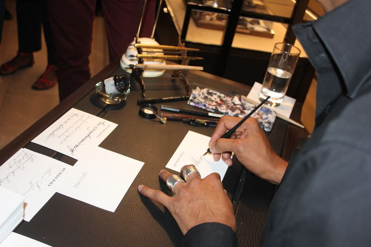 Guests were treated to calligraphy by Paul Antonio at @burberry #RegentStreet for #FNO