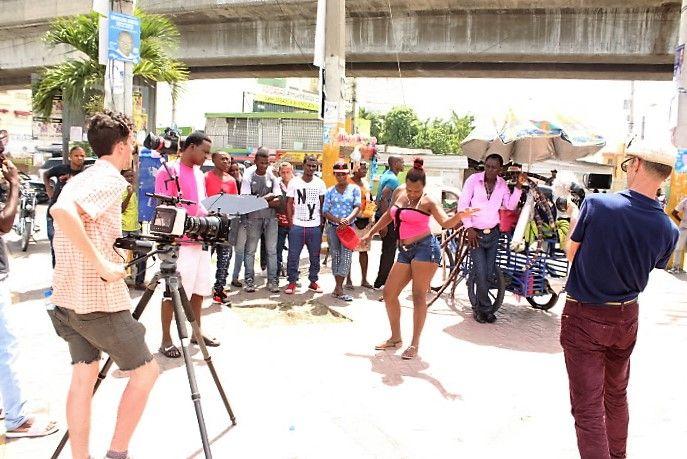 Video: Joan Soriano graba vídeo musical en Villa Mella
