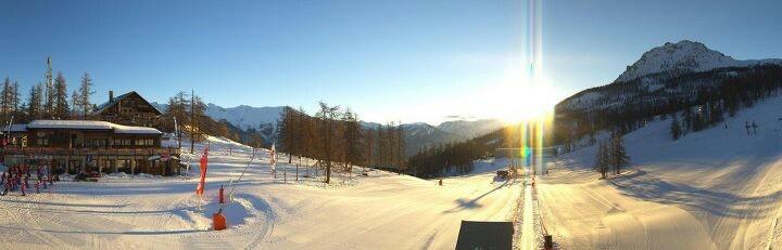 Et vous ? Vous faites quoi ce matin ? Une envie de ski à Serre Chevalier, dans l'une des plus grandes stations de ski des Alpes. Et le légendaire enneigement et soleil des Hautes-Alpes :-)  www.serre-chevalier com