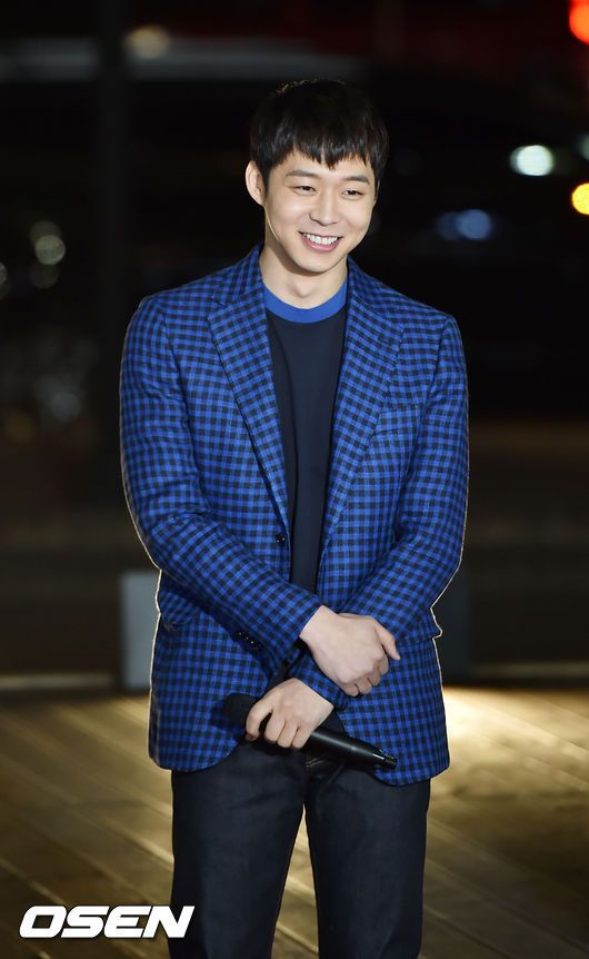Park Yuchun on the red carpet to film for SBS Midnight TV (150319)