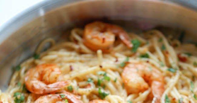 Ingrédients  125 g de spaghetti ou de fettuccini  500 g de petites crevettes  1/2 cuillère à soupe de zeste de citron  Jus d'un demi-ci...
