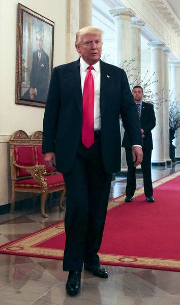 (AFP OUT) U.S. President Donald Trump arrives at  the National Governors Association meeting in the State Dining Room of the White House February 27, 2017 Washington, DC.