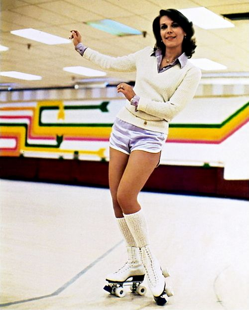 boojimgettys:  Natalie Wood at the roller rink, c. 1970s.