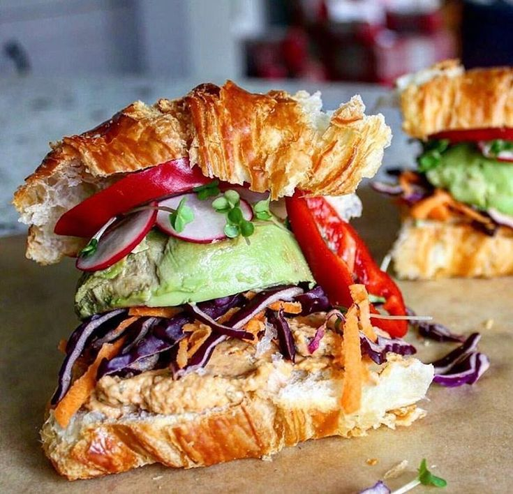Avo hummus veggie croissant sandwich?DROOL.This is a perfect post workout lunch when you are in maintenance mode.If you are trying to lose it's a bit high in calories. I would go with a thin spread of avocado instead of an entire half to save a couple hundred calories. Check out the meal plans in my app for hundreds of delicious recipe options! #MyFitnessApp LINK IN BIO www.jillianmichaels.com photo by @eatmythoughts  #fitnessmotivation #fitgirls #fitfam #vegetarian #vegan