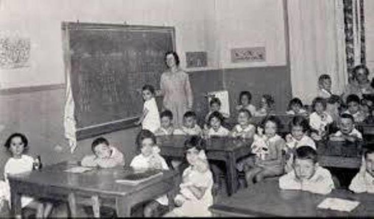 """Yo no soy víctima de la Ley Nacional de Educación. Tengo 69 años y he tenido la suerte de estudiar bajo unos planes educativos buenos, que primaban el esfuerzo y la formación de los alumnos por encima de las estadísticas de aprobados y de la propaganda política. En jardín (así se llamaba entonces lo que hoy es """"educación infantil"""", mire usted) empecé a estudiar con una cartilla que todavía recuerdo perfectamente: la A de """"araña"""", la E de """"elefante"""", la I de """"iglesia"""" la O de """"ojo"""" y la U…"""
