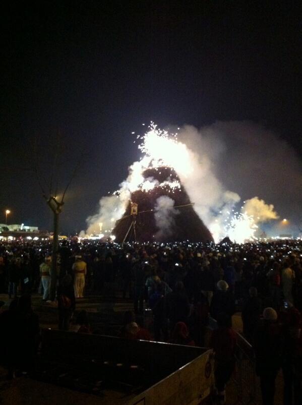 @SteAlbanese: La #Fòcara si accende ed é uno spettacolo davvero emozionante #WeAreInPuglia #focara2014 #LaFòcara
