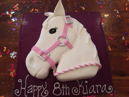 think I will have to take a stab at this for Lorelei's 4th birthday...she is obsessed with horses :)