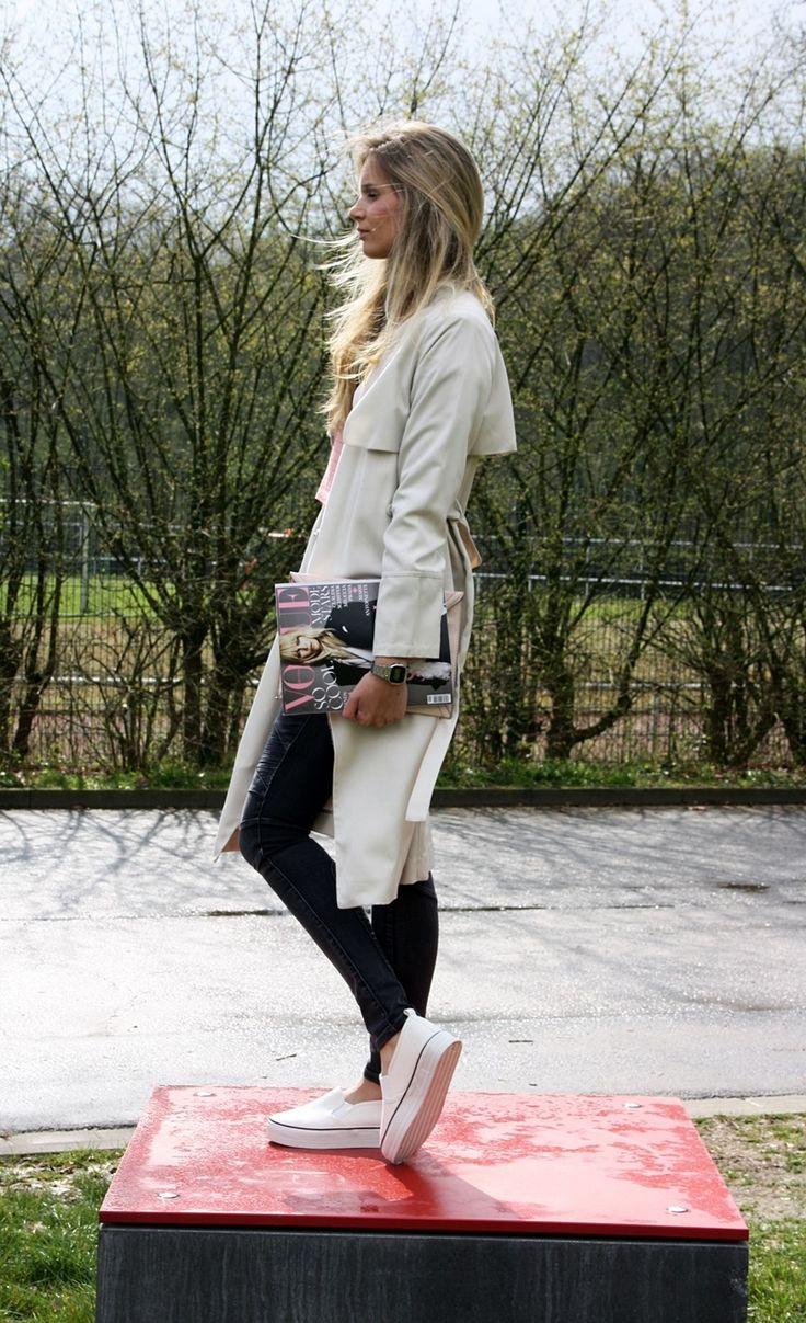 Trench coat, shirt, clutch: H&M/ Pants: NewYorker/ Plateau Sneaker: Divided - Mehr dazu auf meinem Blog! <3