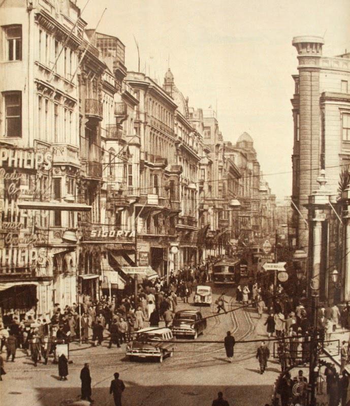 ✿ ❤ Bir zamanlar İstanbul, Galatasaray Beyoğlu Tarihi Postahane ve Çiçek Pasajı (Hayat Dergisi 1959 Ara Güler)