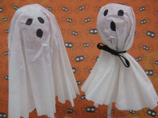 ghost lollipops - nice for trick or treaters or for school halloween parties
