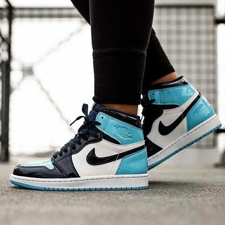 Nike Wmns Air Jordan 1 Retro High OG 'Blue Chill' CD0461